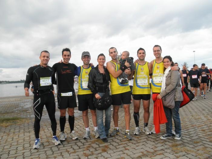 Àlex con todo el grupo antes de la media maratón
