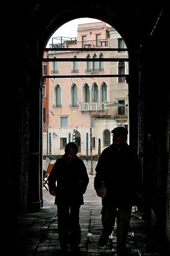 Puedes pasear por Venecia, perderte, y de repente dar con que estás en una calle que da a algún canal y tienes que volver sobre tus pasos.